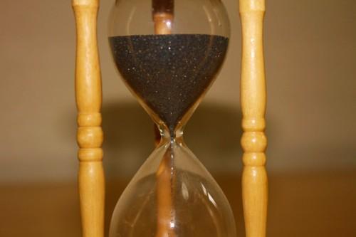 砂時計:時は金なり。