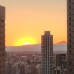 新宿アイランドタワー20F、シェアオフィス・モバフから眺める本日の夕陽